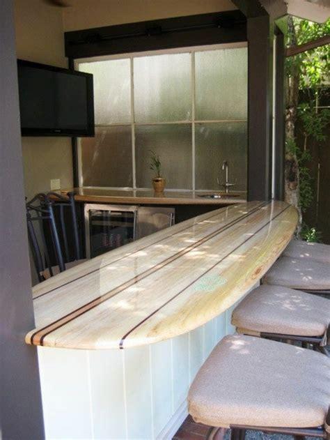 planche bar cuisine décorez vos intérieurs avec une planche de surf archzine fr
