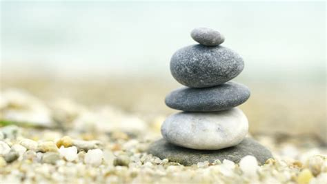 Steine Aufeinander Gestapelt by Tower Of Rocks Balancing On Top Of Each Other With