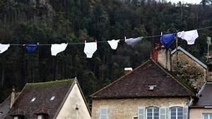 Guirlande Accroche Photo : mais qui accroche des guirlandes de slips poligny france 3 bourgogne franche comt ~ Teatrodelosmanantiales.com Idées de Décoration