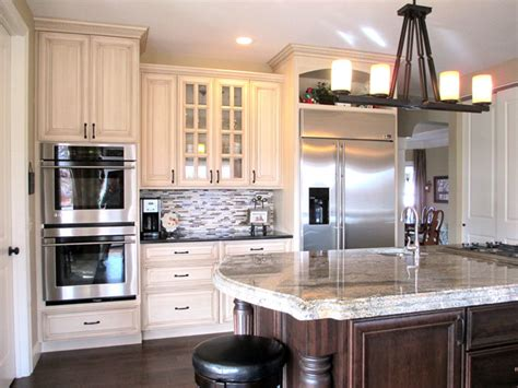 cream glazed kitchen cabinets cream painted cabinets with glaze traditional kitchen