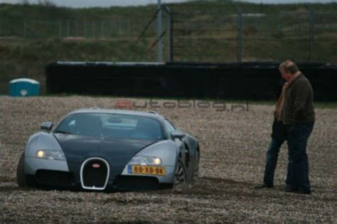 bugatti veyron suffers crash  racetrack wreckedexoticscom