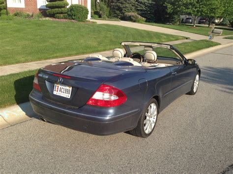 While mercedes is likely crying in their delicious geflügelsuppe, roadster shoppers benefit by being able to drive one of the most exclusive mercedes models the slk350's cabin is all high rent as long as you don't look skyward. 2007 Mercedes-Benz CLK-Class - Pictures - CarGurus
