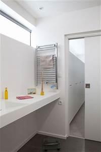 decoration epuree pour cette salle de bains cote maison With porte de douche coulissante avec vasque salle de bain beton ciré