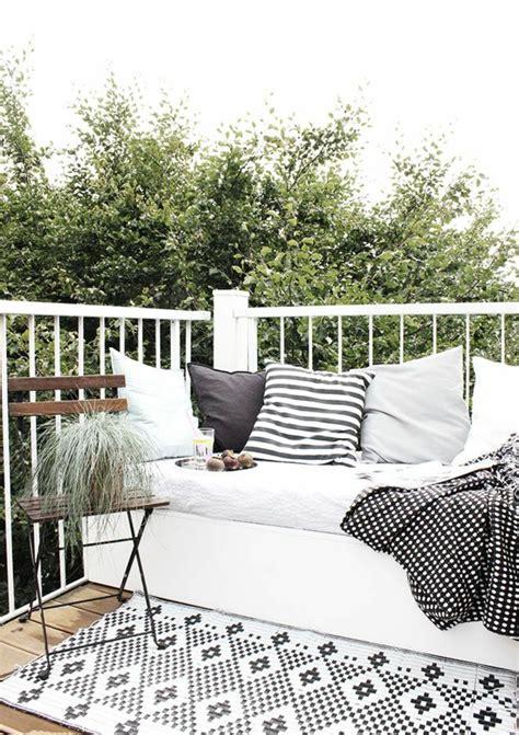 canapé de balcon le gros coussin pour canapé en 40 photos