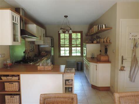 cuisine avec plan de travail en bois cuisine avec plan de travail en bois photo 1 12 mobilier clair plans de travail et étagères