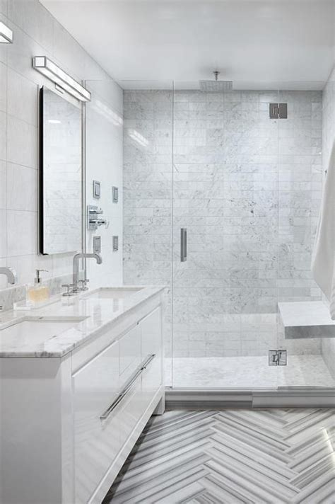 modernbathroomfeaturesawhitelacquervanitytopped