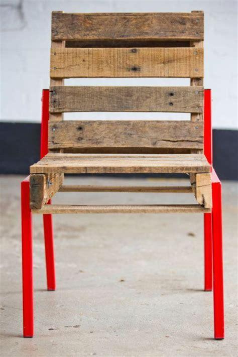chaise en bois de palette une chaise entièrement réalisée avec des palettes de bois