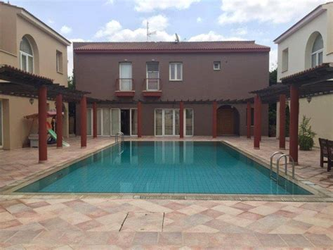 bedroom house  shared swimming pool