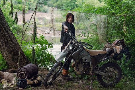 Can Anyone Id Daryl Dixon's (of The Walking Dead) New