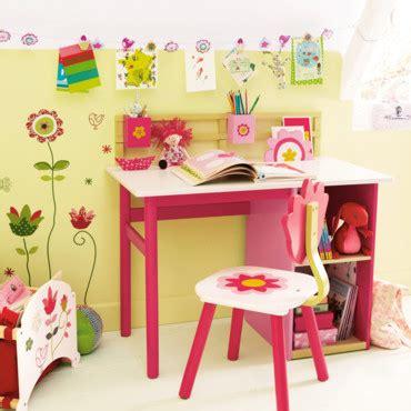 bureau pour tout petit chambre d 39 enfant 20 bureaux trop mimi pour petites filles bureau fleurs vertbaudet déco