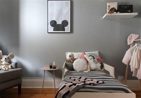 chambre fille gris du et gris dans une chambre de fille