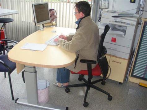 position assise bureau ergonomique électrique mobilier raimondi
