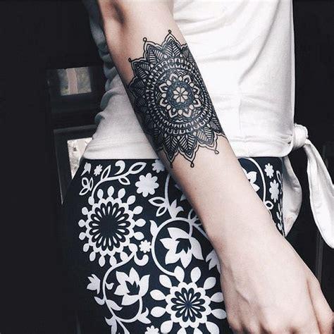 tatouage mandala avant bras idees de tatouages  piercings