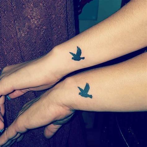 tatouage pigeon  leur signification  la colombe