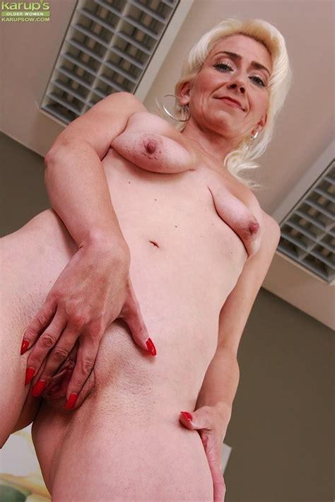 Older Mature Babe Janotova Exposes Shaved Pussy