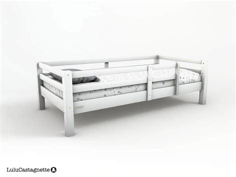 siege bain adulte ourson lit avec barriere blanc chambre enfant chambre