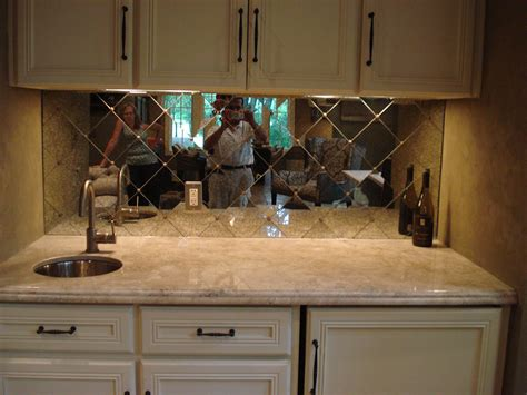 Minimaist Modern Mirrored Glass Tile Backsplash Ideas