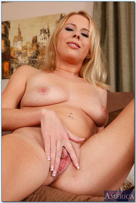 Horny Blonde Got Her Wet Pussy Stuffed Photos Aria Austin
