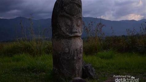 foto keajaiban patung lore lindu  sulawesi tengah