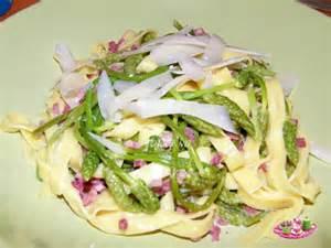 cuisiner des asperges sauvages tagliatelles fraiches aux asperges des bois sautees au