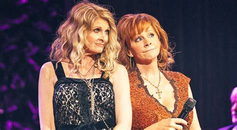 reba mcentire linda davis reba mcentire linda davis reunite for surprise duet of