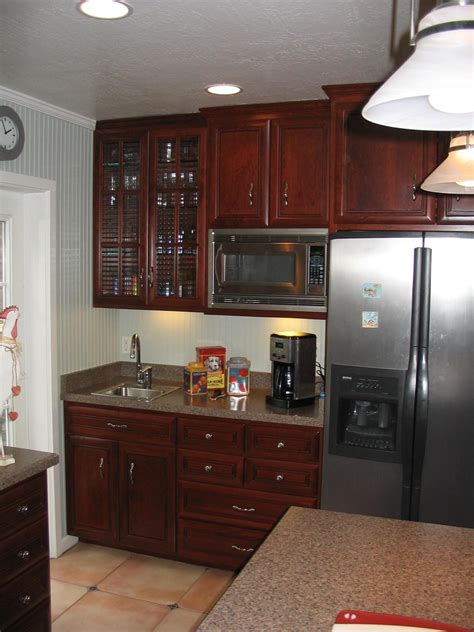 kitchen cabinet crown molding to kitchen cabinet crown molding kitchens with crown molding