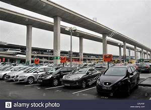 Charles De Gaulle Parking : airport rent a car stock photos airport rent a car stock images alamy ~ Medecine-chirurgie-esthetiques.com Avis de Voitures