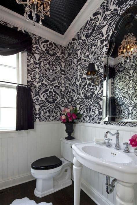 le theme du jour est la salle de bain retro