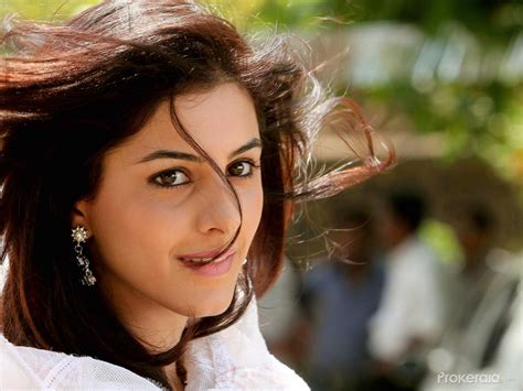 thattathin marayathu heroin isha talwar stills  wallpapers
