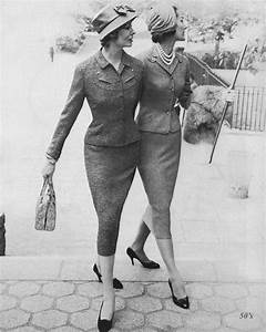 Was Ist Vintage : 1950 39 s skirt suits two ladies in tight skirted suits by wh flickr ~ Markanthonyermac.com Haus und Dekorationen