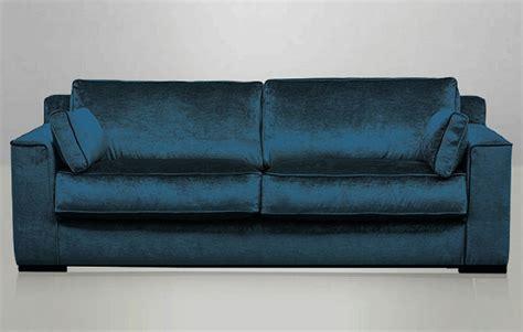 canapé bleu pétrole canapé cosmo en velours bleu pétrole recouvert à la