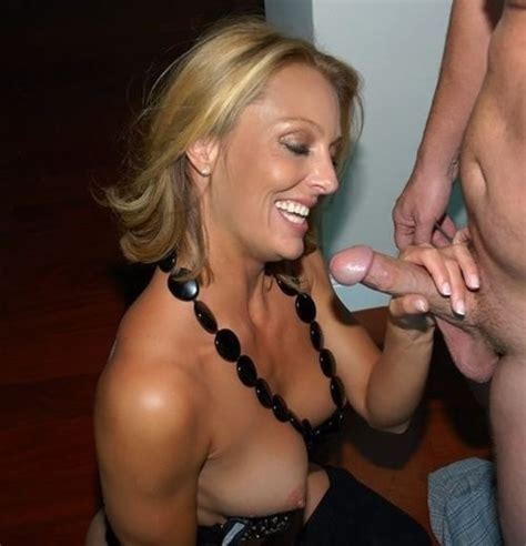 A Happy Milf X Post From R Milf Pics Milf Pictures Sorted By Rating Luscious