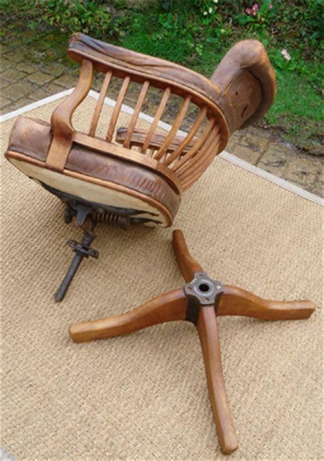 fauteuil de bureau en bois fauteuil de bureau en bois pivotant table de lit