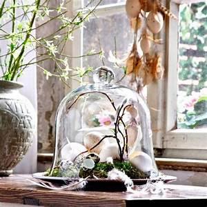 Frühlingsdeko Im Glas : fr hlingsdeko ideen moos glasglocke feder eier naturmaterialien deko pinterest ostern ~ Orissabook.com Haus und Dekorationen