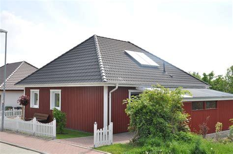 Minihäuser Aus Holz by Schwedenhaus Als Singlehaus Mit Roter Holz Fassade Thams