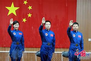 China's first female astronaut meets media - China.org.cn