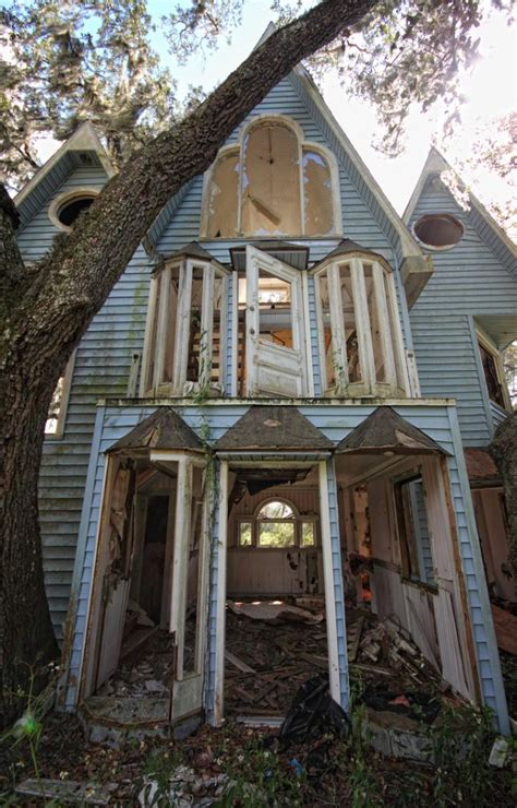 Tiny Häuser Sixx by Crooked House Abandoned Treehouse