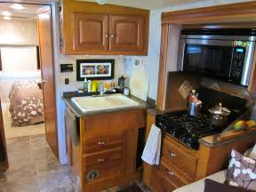 cer trailer kitchen ideas rv kitchen jpg 1000 750 trailer ideas kitchens
