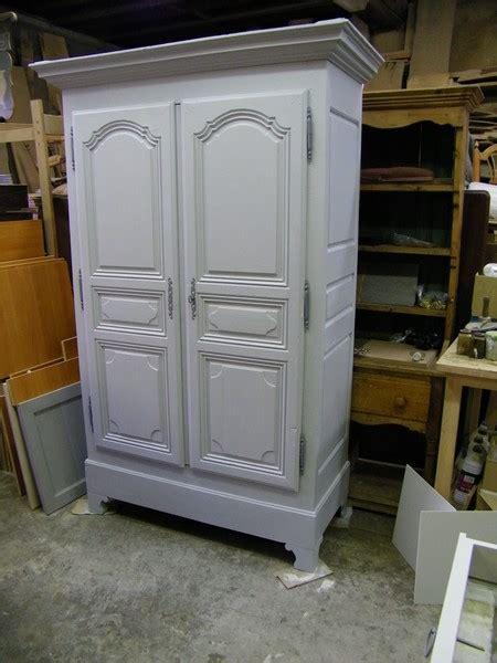restauration cuisine armoire ancienne repeinte en gris et patinée atelier de