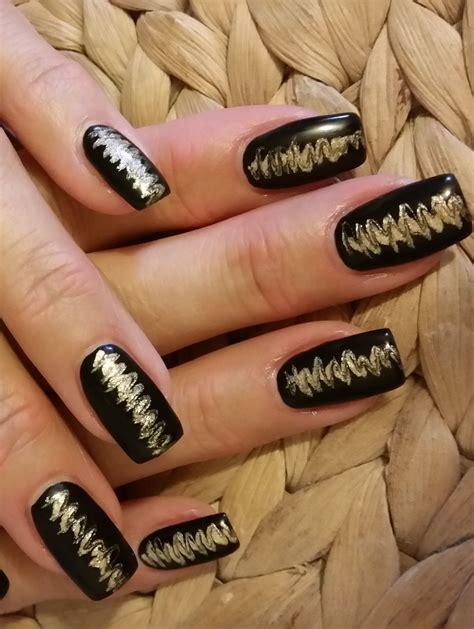 nägel schwarz gold schn 228 ppchen nageldesign schwarz gold naildesign black na ls by n 228 gel nagellack und