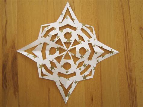 sterne falten aus papier schnittstern kreative sterne aus papier basteln