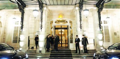 a qui appartiennent les palaces parisiens regard d un