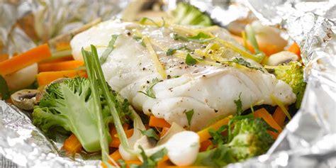cuisiner chapon papillote de poisson au brocolis facile recette sur