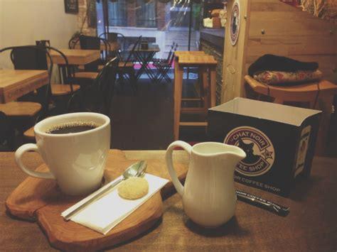 Comfortable and stylish decor and super friendly staff. Beşiktaş'ta Kahve Molası: Le Chat Noir Coffee Shop • theMagger