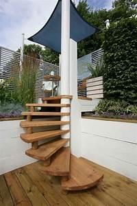 un escalier colimacon exterieur avec des marches en bois With maison avec escalier exterieur 4 un escalier en colimacon des idees pour relooker votre