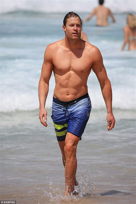Bondi Vet's Dr. Chris Brown shows off his toned torso at