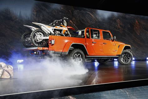 jeep gladiator towing capacity   jeep truck stacks