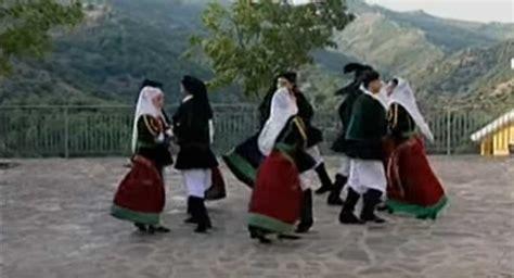 pitzinnos in sa gherra testo tazenda pitzinnos in sa gherra testo folk world