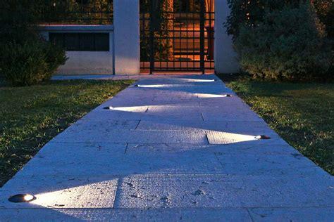 Illuminazione Vialetti Giardino by Ti Spiego Come Illuminare Bene Il Tuo Vialetto Esterno