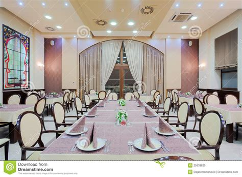 grande table cuisine grande table de restaurant image stock image du plafond